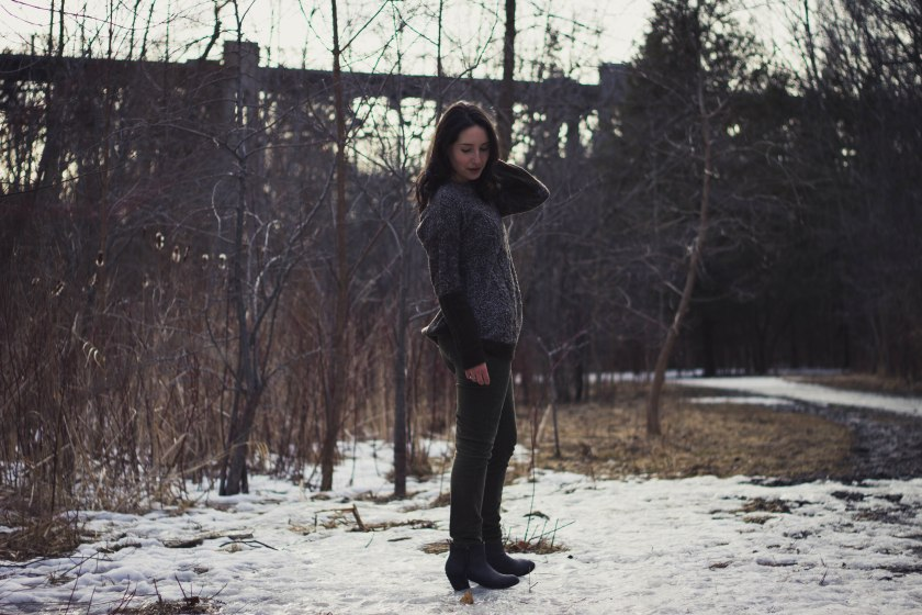 model, winter, pose, jacket, coat, green, spring, woman, girl, brunette,, thaw, snow